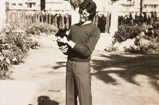 Rafael Correal Trescastro en la placeta de la Huerta de San Vicente, 1972. Colección Rafael Correal Trescastro.